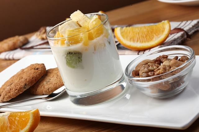 yogurt-with-fruit-2408031_640